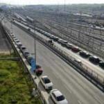 Halkalı Marmaray İstasyonu çevresine park eden yüzlerce araç havadan fotoğraflandı