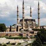 Selimiye Camii'nin tarihi kapısına isimlerini kazıdılar