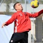 Podolski, izin günü tesislere gelip antrenman yaptı
