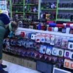 Koronavirüs korkusu: Ürünleri eline almaya çekinen insanlar var