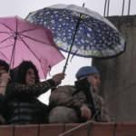 Mehmetçiğe şemsiye tutmuştu: Çok gururluyum