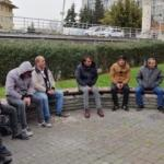 Fatih'te parkta toplu şekilde alkol alan kişilere ceza kesildi