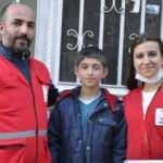 Vefa ekiplerinden tartıcı çocuğun ailesine destek