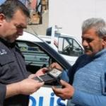 Yolda bulduğu içinde para olan cüzdanı polise teslim etti