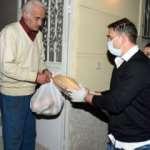 Ergün Penbe, Tarsus'ta gıda paketi dağıttı