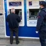 Jandarma ekipleri yaşlı adamı son anda kurtardı