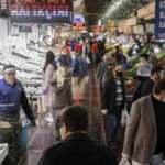 Ankara'da sokağa çıkma yasağı sonrası pazarda yoğunluk