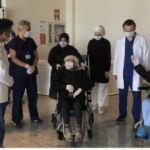 Manisa'da Kovid-19 tedavisi gören 87 yaşındaki 2 hasta şifa buldu