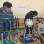 Öğretmenler 3d yazıcı ile siperlik maske üretiyor