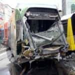 Raydan çıkan tramvay otobüse çarptı! Ekipler bölgede