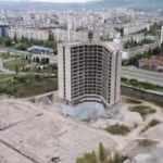 """Sofya'da komünizm simgesi 17 katlı """"hayalet"""" bina imha edildi"""