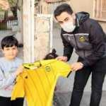 Yeni Malatyaspor Kulübünden çocuklara forma