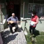 80 yaşındaki emekli öğretmenin 'vefa' konseri ekipleri mutlu ediyor