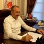 Bakan Gül, yurdunda kaldıkları okulun tadilatını yapan infaz koruma memurlarını kutladı