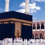 Kabe'nin dualarla işlenmiş altın kapısı