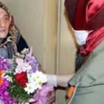 85 yıllık hayatında ilk kez çiçek aldı