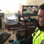 Bakan Selçuk'tan öğrencilere sözünü unutmayan trafik polisine tebrik