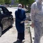 Covid-19 tedavisi gören sağlık çalışanı annesini kurbanlar keserek karşıladı