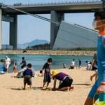 Hong Kong'da halk koronavirüse rağmen plaja gitti