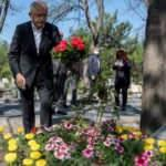 Kılıçdaroğlu, Deniz Gezmiş'in mezarını ziyaret etti