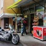 Motosikletiyle geldi veresiye defterini satın alıp gitti