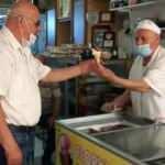 74 yaşındaki dondurmacı 6 saatlik izinde dükkanına koştu