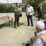 Yaşlı vatandaşları belediye başkanı karşıladı