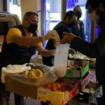 Almanya'da yaşayan Türkler evsizlere yemek dağıttı