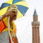 Antalya'da, rekor sıcaklığın ardından termometreler 40 dereceyi gösterdi