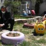 Özledikleri öğrencileri için hobi bahçesi yaptılar