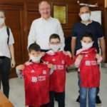 Başkan Bilgin, Galatasaray formalı çocuğu Sivassporlu yaptı