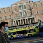 Yunanistan turizm için koronavirüs önlemlerini kaldırıyor