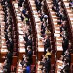 Çin'deki genel kurul toplantısında sosyal mesafe hiçe sayıldı