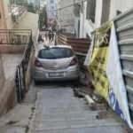 El freni çekilmeyen araç, çocukların oynadığı sokağa daldı
