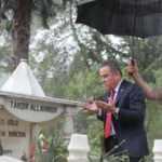 CHP'li başkanın mezar ziyareti için 3 özel fotoğrafçı tutulmuş