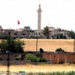 Suriye'nin Telabyad ilçesine Türk bayrakları asıldı