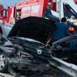 Pert olan aracın içine sıkıştılar! İstanbul'da feci kaza