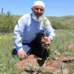 70'lik dede köyüne tam 8 bin 500 ağaç dikti