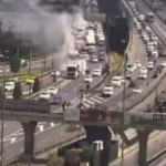 Haliç Köprüsü'nden sıcak görüntüler! Hafriyat kamyonunda yangın...
