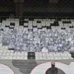 Beşiktaş hayatını kaybeden taraftarlarının karton fotoğraflarını Vodafone Park'a yerleştirdi