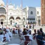 Turistlere kapılarını açan Venedik'ten kareler