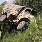 Askeri araç devrildi: Yaralı askerler var!