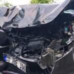Belediye otobüsü ile çarpışan otomobil sürücüsü hayatını kaybetti