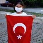 Ceren'den düşen Türk bayrağına örnek davranış