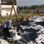 Yaz ortasında kardan adam yapıp kartopu oynadılar