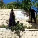 İsrail barbarlığına Türkiye'den peş peşe tepkiler! Türk bayraklı levhayı balyozla parçaladılar