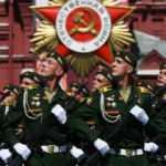 Putin de katıldı! Rusya'da maskesiz, mesafesiz zafer töreni