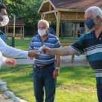 Kağıthane'de vatandaşa 2 milyona yakın ücretsiz maske ve kolonya dağıtıldı