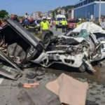 Rize'de iki otomobil çarpıştı: Baba-oğul öldü, 1 ağır yaralı