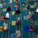 Son dakika haberi: Yarından itibaren camilerde beş vakit namaz kılınacak